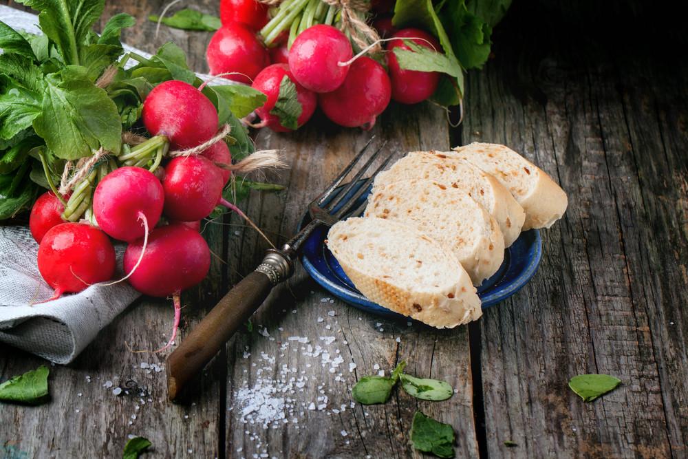Fresh Radishes With Bread