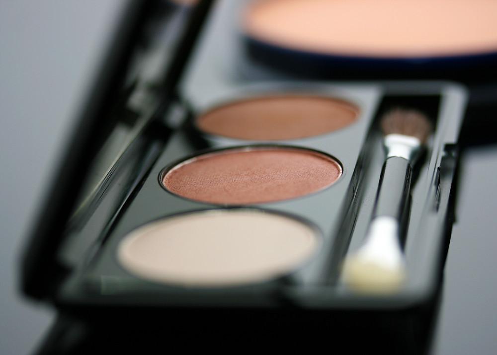 Beleza Usando Maquiagem Sombra de Olhos