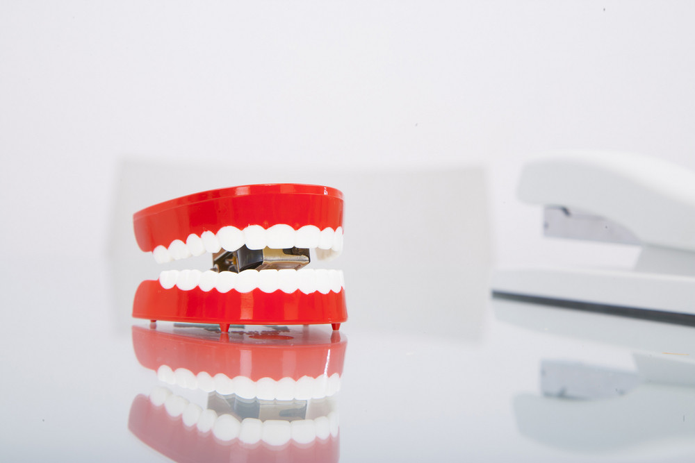 Chatter teeth on desk