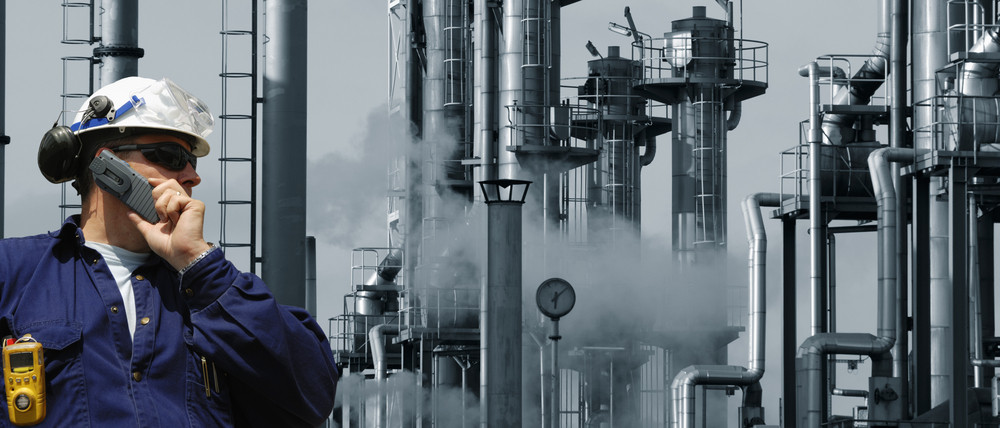 chemical engineer and refinery