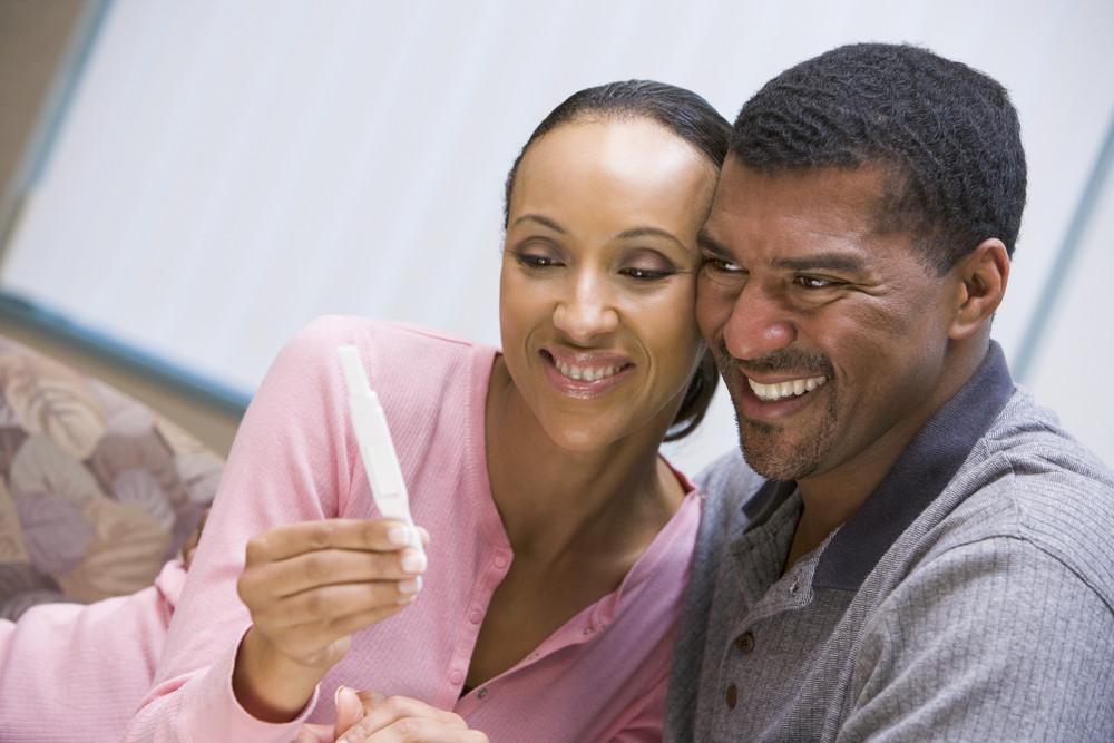 Pares com teste de gravidez positivo casa