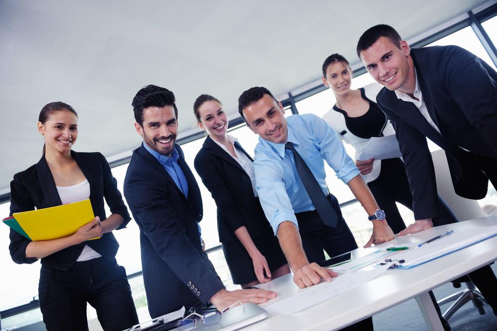 商務人士在辦公會議
