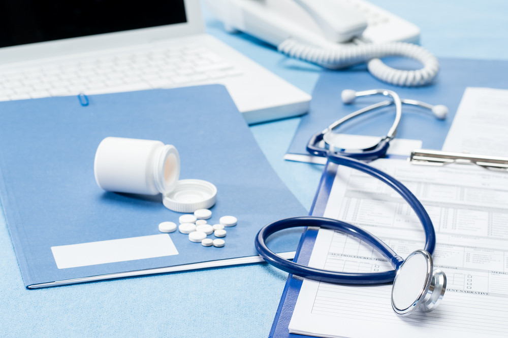 문서 청진 의약품과 의사의 사무실 책상