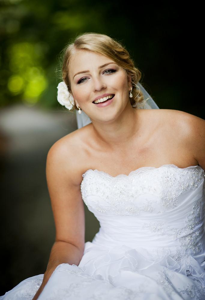 Bride and groom outdoor wedding portraits