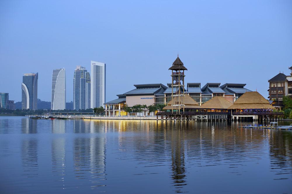 malaysia, Pullman Putrajaya Lakeside in evening time Putrajaya,