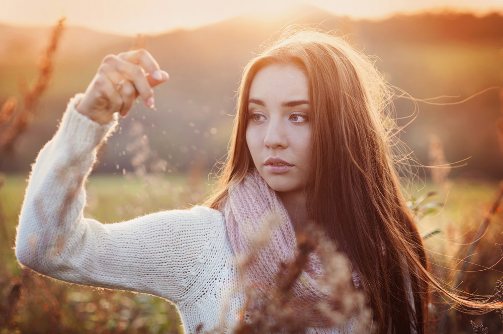Outdoor portrait of beautiful woman in autumn meadow