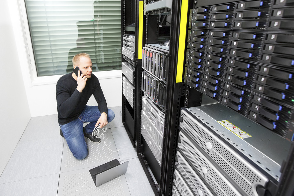 Problem solving IT consultant in datacenter