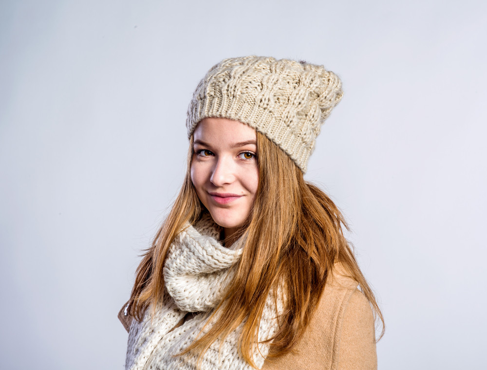 5dc437e92ca5 Teenage girl in brown coat and woolen scarf and hat