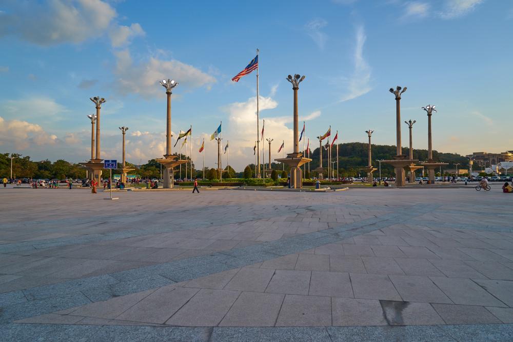 UTRAJAYA, MALAYSIA - December 27: Putra Mosque facade on December 27, 2015 in Putrajaya, Malaysia. Putra Mosque was constructed late twentieth century and the principal mosque of Putrajaya.