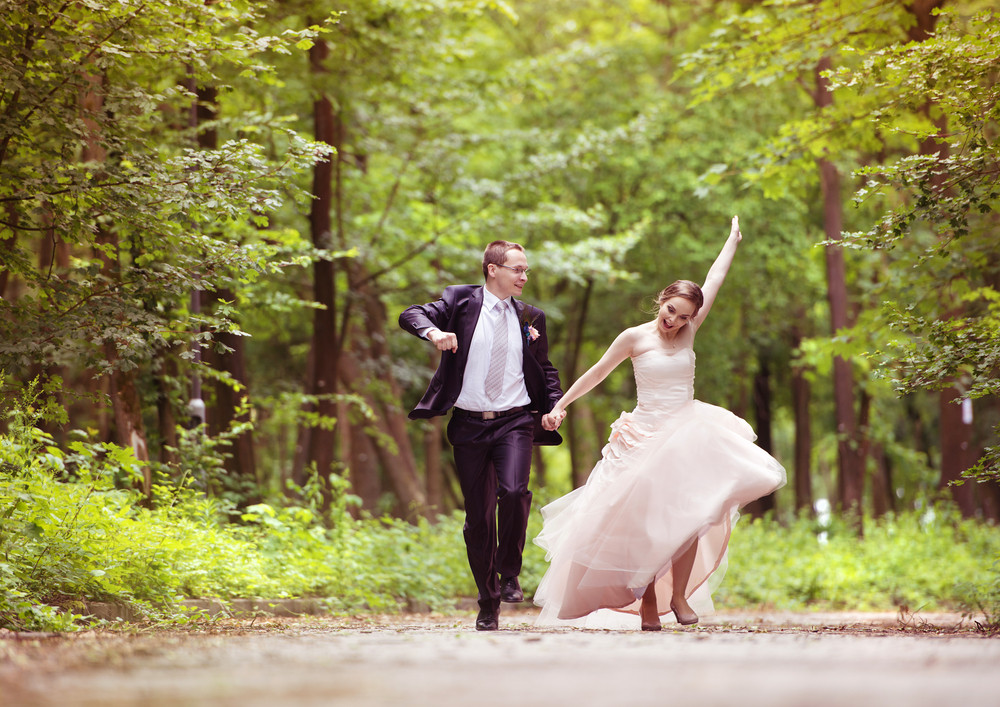 Peachy Wedding Couple Bride And Groom Running Down The Road Download Free Architecture Designs Scobabritishbridgeorg