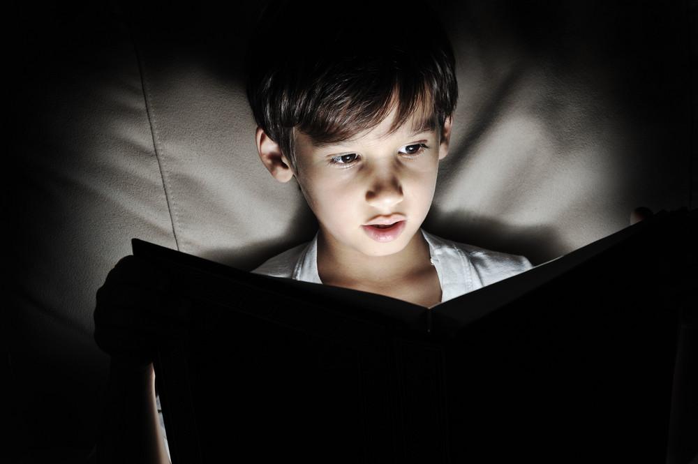 兒童閱讀的書,黑暗中的光芒