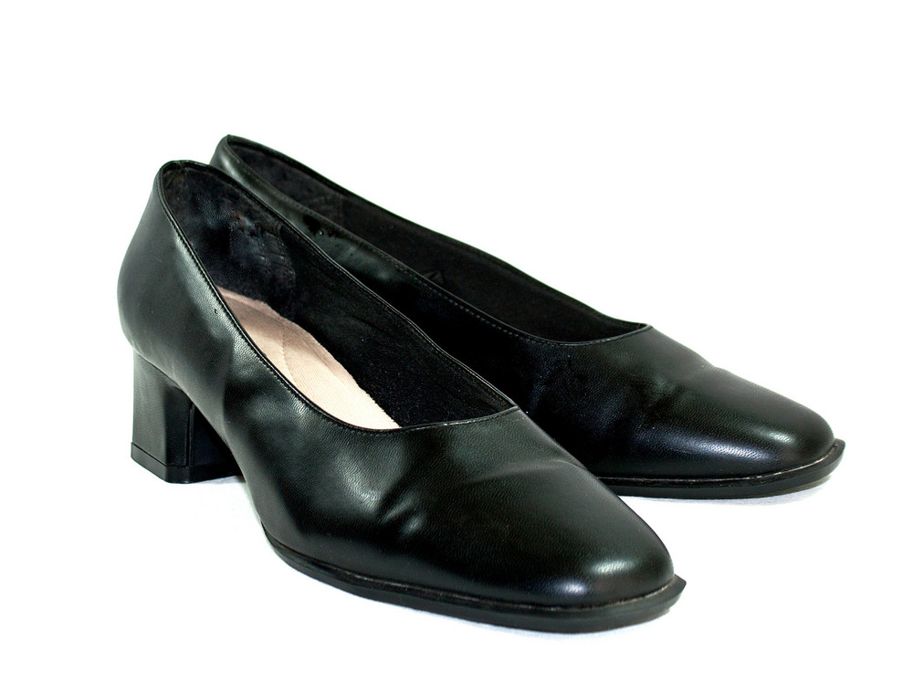 Ladies Black Pumps