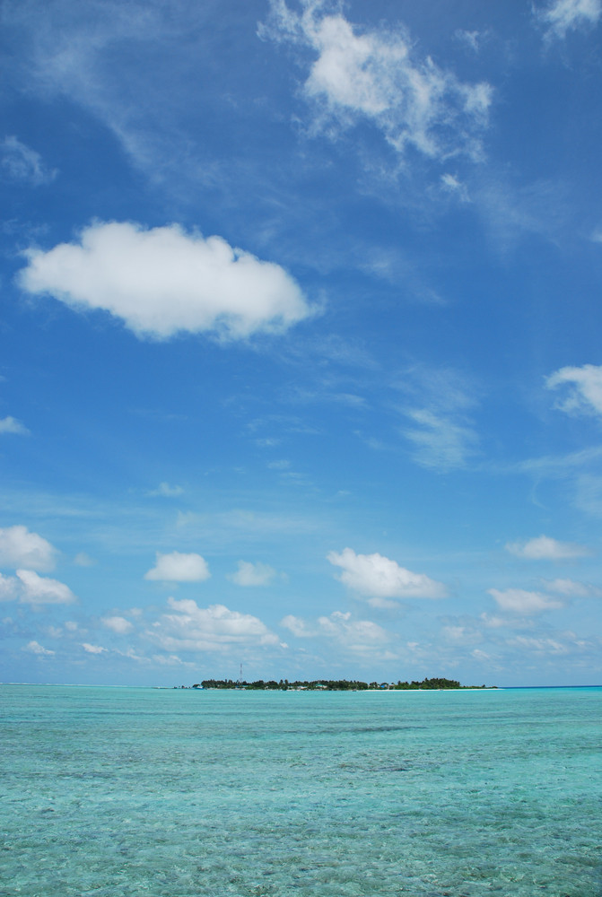 Maldives Island With Gorgeous Water/cloudscape