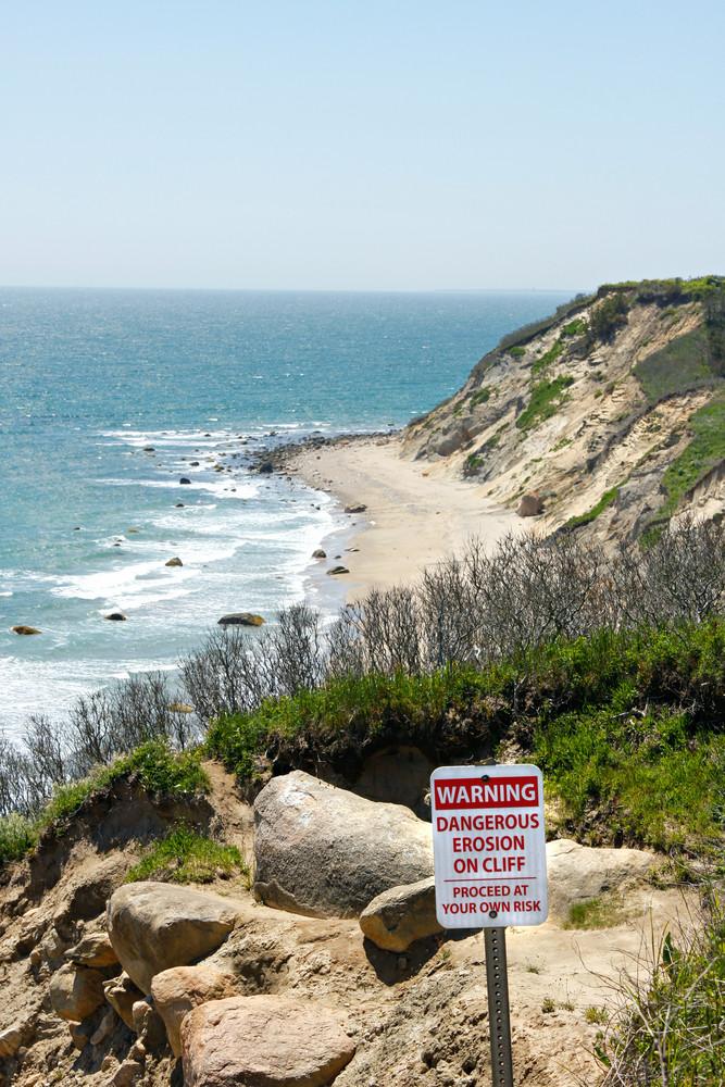 Mohegan Bluffs Warning Sign