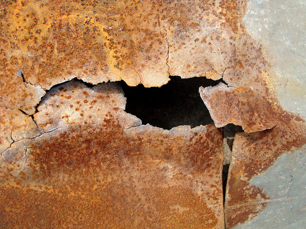 Rust_metal_torn_sheet
