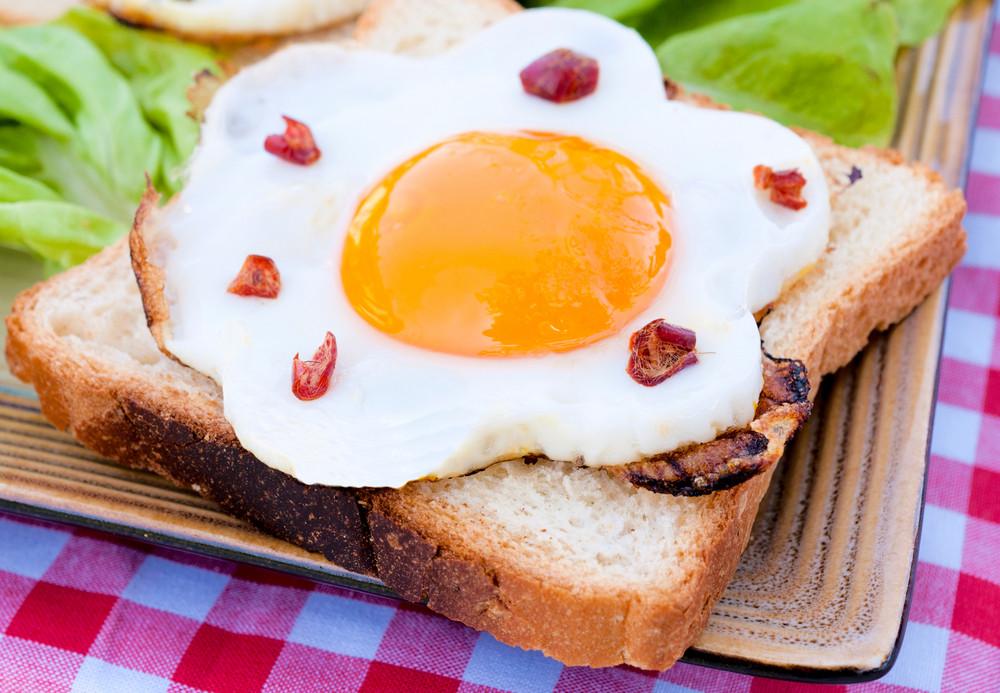 세르비아어 달걀 샌드위치