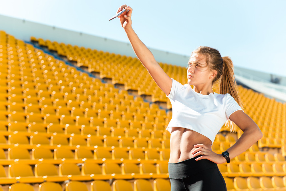 Sports woman making selfie photo on smartphon