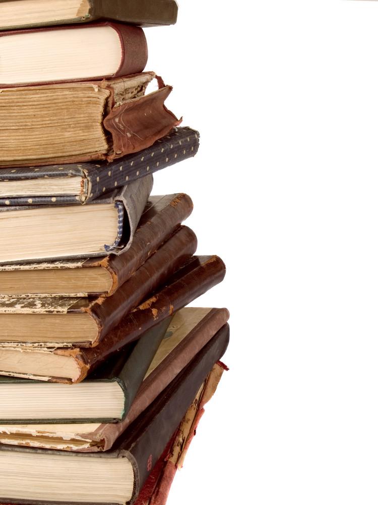 堆棧復古書籍隔絕在白色