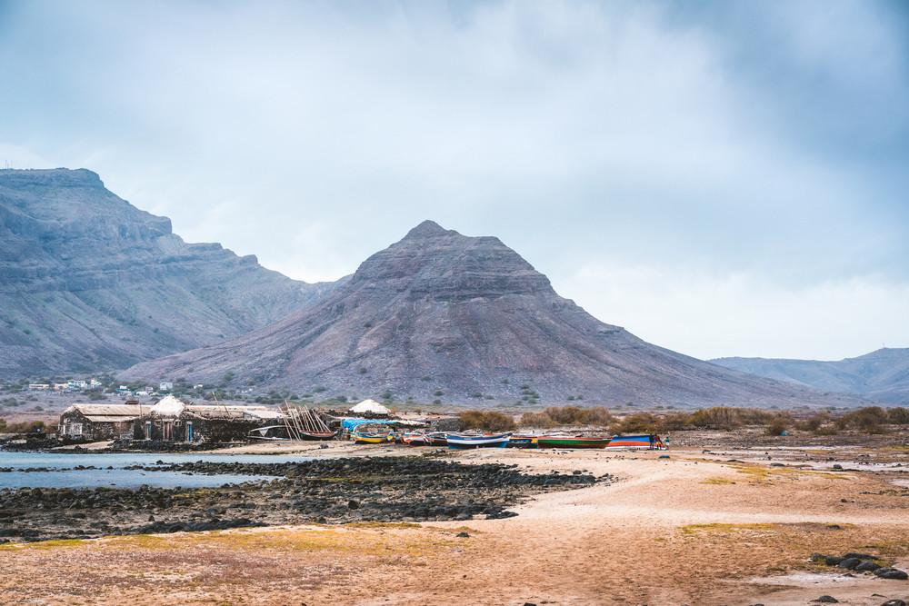 bien bas prix 2019 meilleurs Mysterious landscape of sandy coastline with fisher village ...