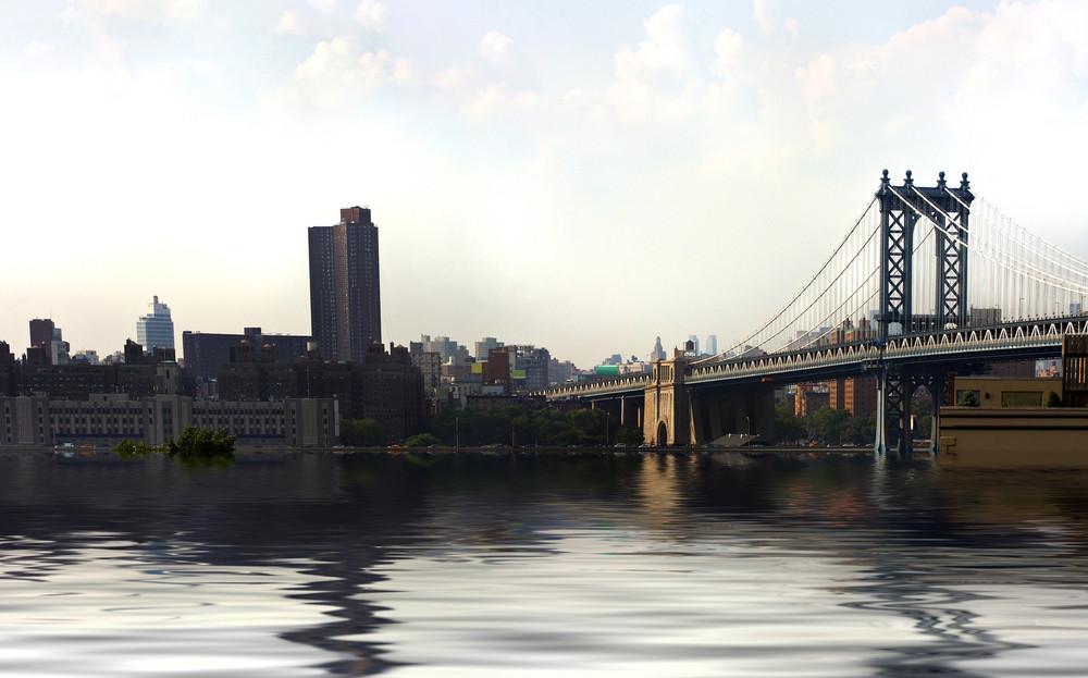 View of the Manhattan bridge and urban skyline of New York City