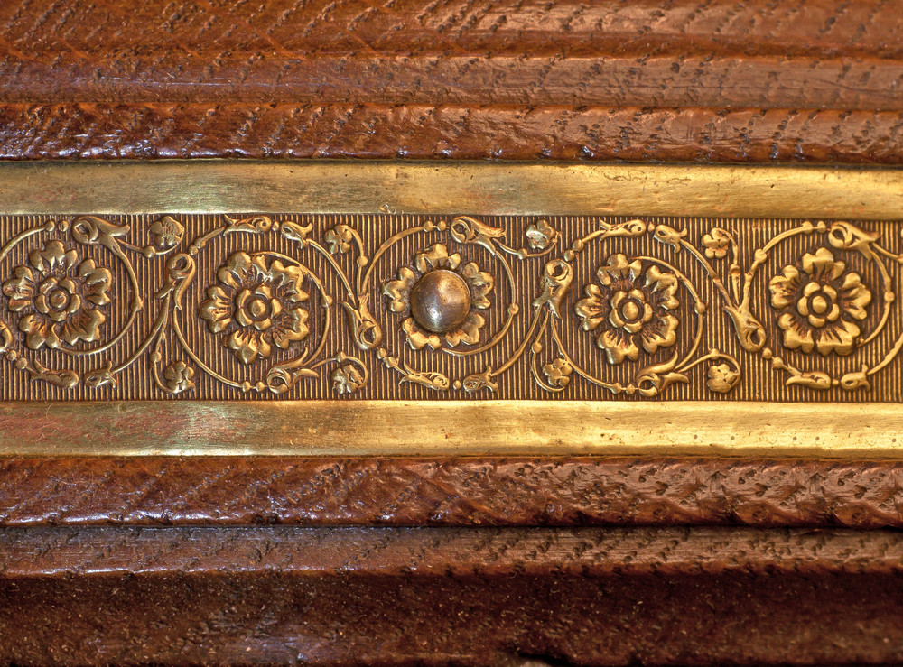 Vintage Metal Inaly Wood Design