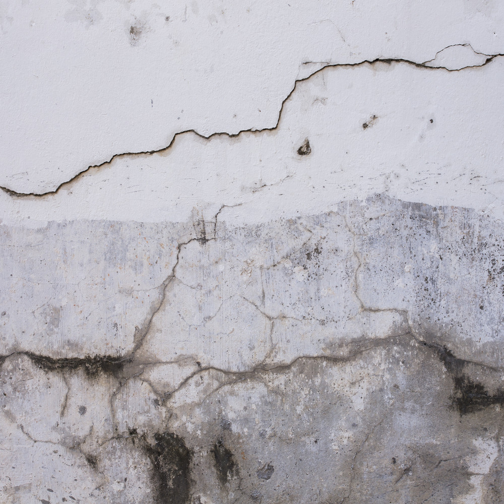 White wall Plaster cracked