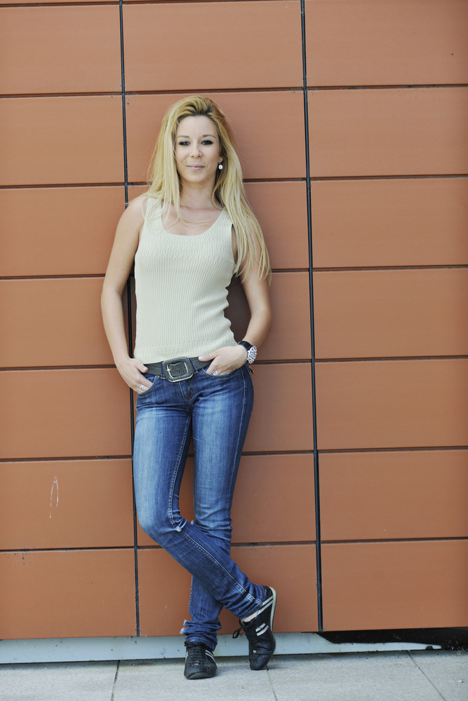 Woman outdoor in casual fashion clothes