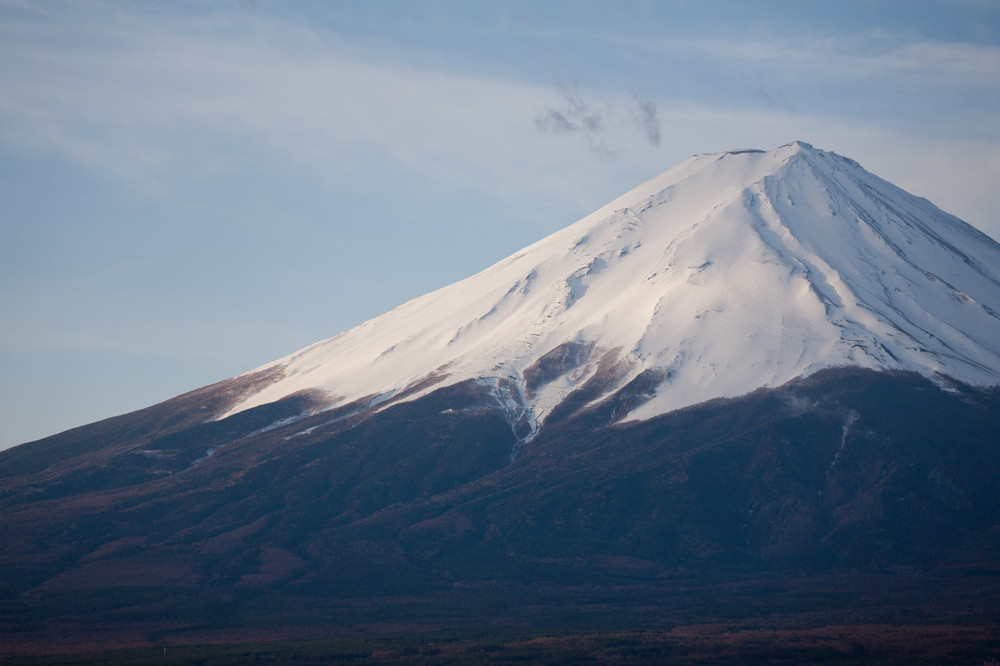 zoom of the top of mount fuji from japan