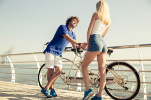 Couple talking outdoors near sea