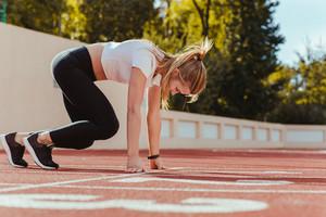 Female runner in start position
