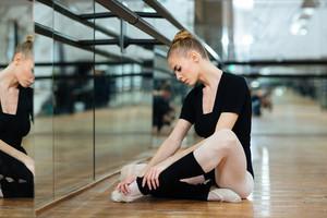 Injured ballerina in pointes