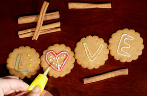 Drawing on ginger cookies