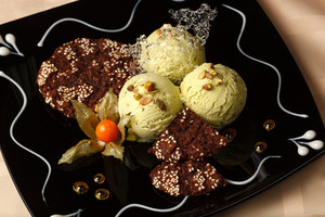 Pistachio ice cream with chocolate cookies