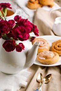 Breakfast With Cinnamon Bun