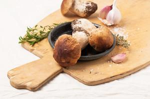 Cep Pilze mit Knoblauch
