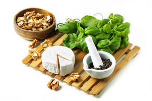 Cheese And Walnuts With Basil