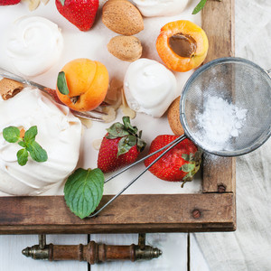 Meringue With Apricot And Strawberry