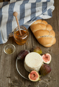 White Cheese With Figs And Bread