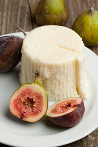 White Cheese With Figs