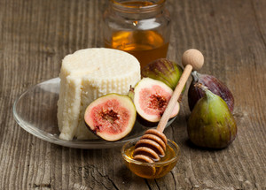 White Cheese With Figs And Honey