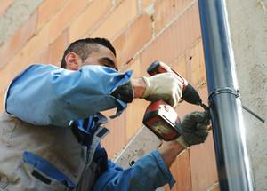 Gutter roof repairman