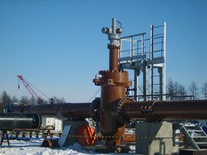 Latch on the pipeline with the electric drive. installation works.