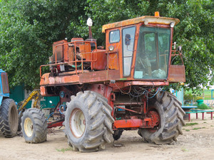 Maize grain collector. agricultural machinery. parking of agricultural machinery.