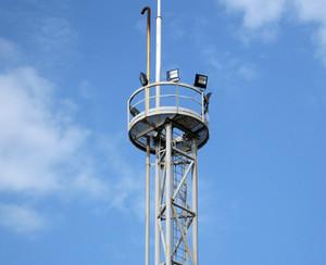 Lighting mast. equipment for primary oil refining.