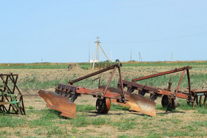 Auxiliary tow tractor. parking farm equipment and accessories.