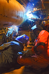Butt welding underwater pipeline using automatic equipment. mobile system for welding pipelines. the construction of an underwater gas pipeline. plasma welding.