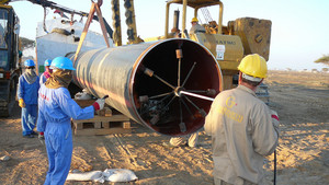 Calcinating of a site of the pipeline before welding. cleaning of a surface of zagryadneniye. construction of the oil pipeline.