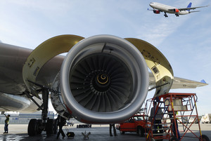 airplane mechanics and large jet-engines