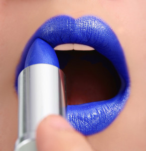 Applying Blue Lipstick For A Funky New Look