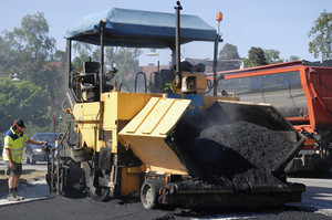 asphalting, tarmacing the road